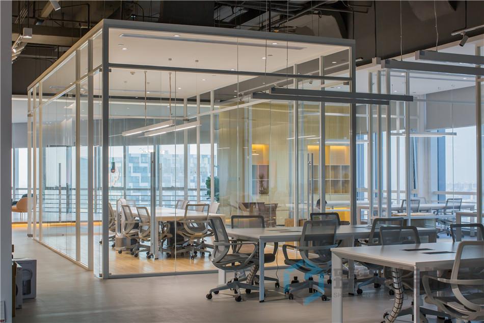 办公室的玻璃隔断怎么弄更好